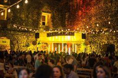 Se engana quem pensa que o Biergarten Salvador é um festival de cervejas, uma feira ou uma festa open bar. A ideia do evento é espaço para beber boa cerveja, com mesas compartilhadas, sinuca, som de primeira e comidas gostosas para acompanhar, além de diversos rótulos artesanais.