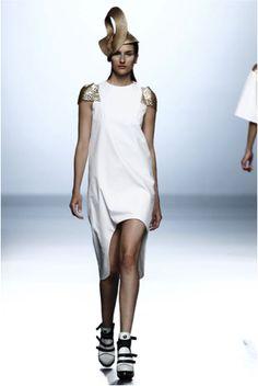 Leyre Valiente, se atreve con la primavera en la pasarela de la moda 2015