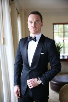 A timeless moment with Michael Fassbender taken moments before he hit the Golden Globes red carpet. He selected an elegant Chopard LUC Regulator to complete his gentleman look.