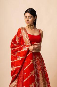 Buy Handwoven Silk Lehenga Set by Ekaya at Aza Fashions Indian Wedding Outfits, Bridal Outfits, Indian Outfits, Silk Lehenga, Bridal Lehenga, Ghagra Choli, Dress Indian Style, Indian Dresses, Abaya Style