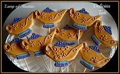 Lamp of Aladdin Cookie Pops Aladdin Birthday Party, Aladdin Party, Matcha Cookies, Jasmine Party, Cookie Monster Party, Super Cookies, Cookie Wedding Favors, Disney Cookies, Paint Cookies