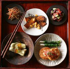 dishes dishes *Tofu hamburger/cake with ume sauce (tofu, minced chicken… Japanese Dinner, Japanese Food, Design Japonais, Asian Recipes, Ethnic Recipes, Korean Food, Food Presentation, Food Photo, Korean Recipes