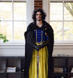 10+ people who had the most genius costumes ever! ~ Meet My Sister's Coworker, Jon Snow White!