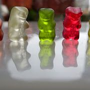 DIY crafts and kids activity ideas for creative parents Gummy Bear Science Project, Gummy Bear Experiment, Elementary Science Fair Projects, Science Fair Projects Boards, Science Experiments Kids, Science For Kids, Kids Inspire, Matchbox Art, Color Crafts
