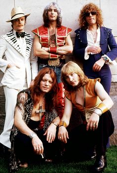 Mott the Hoople in This is really quite a sad photograph now. Two fifths of the membership are dead: founder members Dale Griffin (drums) and Overend Watts (bass). There will be no more reunion concerts. Rock And Roll, Rock N Roll Music, 70s Artists, Blue Soul, Ian Hunter, Mott The Hoople, Mick Ronson, All The Young Dudes, Glam And Glitter