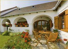 Köveskál - tervező: Mérmű Építész Stúdió Porch Garden, Traditional House, Pergola, Farmhouse, Outdoor Structures, House Design, Country, Awesome, Outdoor Decor