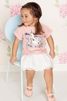 For toddler modelling photographers and designers will have more patience than with an adult yet a screaming child with a red face is not a desirable image to promote clothing or products. http://www.ukmodels.co.uk/knowledge/toddler-modelling-explained/