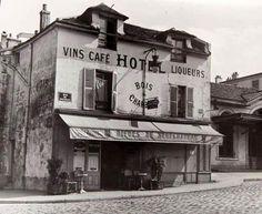 26 vintage Photos of Paris Old Paris, Vintage Paris, French Vintage, Paris Rue, Paris 1900, Old Street, Paris Street, Photo Vintage, Vintage Photos