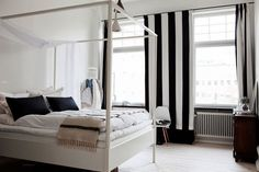 Resultado de imagen de decoracion cortinas blanco y negro