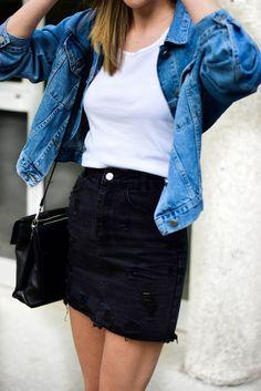 How to rock two tone denim - Katiquette - women's spring fashion denim blazer jacket+white vest+black denim package hip mini skirt Source by - Denim Blazer, Blazer Jacket, Denim Man, Chambray Top, Denim Fashion, Look Fashion, Fashion Outfits, Skirt Fashion, Womens Fashion