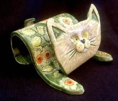 Hottest Cost-Free Slab Ceramics cat Tips Hand Built Texture Slab Cat Cell Phone Holder Pottery Animals, Ceramic Animals, Ceramic Art, Ceramic Mugs, Ceramic Bowls, Hand Built Pottery, Slab Pottery, Ceramic Pottery, Pottery Vase