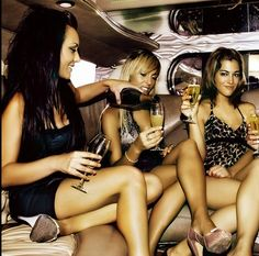 Девочки дорогие ! жду всех всех сегодня к 6,не опаздывайте крошки!       #лучшийдень #деньрождения #лимузин #весельерадостьсмех #Лимузин на свадьбу http://personagr.ru/autoforall/limuzins.html