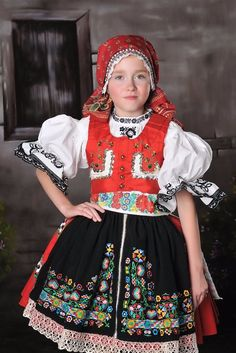 Girl in folk costume, Czechia Folk Costume, Costume Dress, Costumes Around The World, Folk Clothing, Group Costumes, Beautiful Costumes, Thinking Day, Baby Kind, Ethnic Fashion