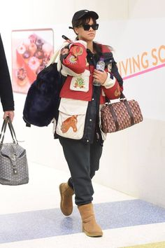 7 Iconic Celebrity Ugg Style Moments, From Beyoncé to Rihanna Estilo Rihanna, Ugg Boots Australia, Vogue Uk, Fashion Boots, Supermodels, The Help, Uggs, Celebrity Style, Celebrities