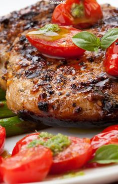 When you want to whip up something wholesome and delicious, look no further than this Grilled Pork Chops with Asparagus and Pesto recipe! Healthy Family Meals, Healthy Dinner Recipes, Healthy Tips, Healthy Suppers, Skinny Recipes, Healthy Choices, Clean Eating Recipes, Cooking Recipes, Clean Meals