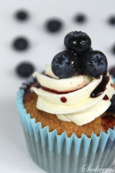 vaniljcupcakes blåbär Cupcake Recipes, Cupcake Cakes, Dessert Recipes, Cupcakes, Desserts, Vanilj, Childrens Party, Frosting, Cheesecake