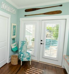 beach home decor The Colorful Coastal Cottages at Ocean Isle Beach - Coastal Decor Ideas and Interior Design Inspiration Images Beach Cottage Style, Beach Cottage Decor, Coastal Cottage, Coastal Style, Coastal Decor, Cottage Living, Cottage Rugs, Ocean Home Decor, Cottage Art