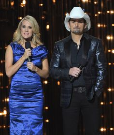 Carrie Underwood Photos - Hosts Brad Paisley and Carrie Underwood speak onstage during the annual CMA awards at the Bridgestone Arena on November 2014 in Nashville, Tennessee. - Annual CMA Awards - Show American Country Music Awards, Country Singers, Carrie Underwood Cma, Country Girl Problems, Zac Brown Band, Cma Awards, Brad Paisley, Role Models, My Idol