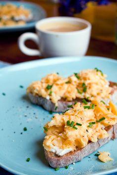 Scrambled egg toast