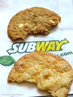 Subway Cookies sind großartig.  Ich habe heute einen original Subway Cookies gekauft , um ihn mit meinem Rezeptergebnis vergleichen zu könne...