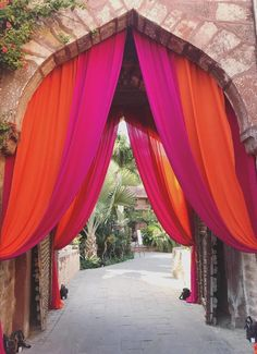 Magical Entrance Decor Ideas to Quirk up your Wedding Walkway Wedding Walkway, Wedding Entrance, Wedding Mandap, Entrance Decor, Wedding Receptions, Marathi Wedding, Punjabi Wedding, Wedding Humor, Farm Wedding