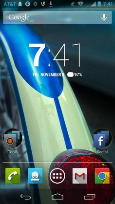 A custom Android 4.1 Home screen.