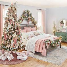 Christmas Bedroom, Christmas Home, Christmas Lights, Pink Christmas Tree Decorations, Christmas Trees, Christmas Colors, Christmas Christmas, Christmas Aesthetic, Christmas Inspiration