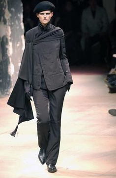 Yohji Yamamoto - Ready-to-Wear - Runway Collection - Women Fall / Winter 2003