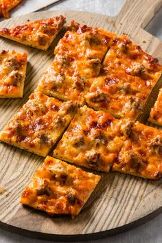 Thin Crust Pizza, Pizza Dough, Cooks Country Magazine, Kitchen Recipes, Cooking Recipes, Cooks Country Recipes, Garlic Knots, Healthy Food, Yummy Food