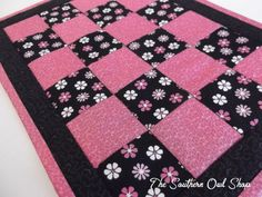 Very cute design, looks like they quilted in the ditch. First time project :)