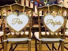 Placas para as Cadeiras dos Noivos