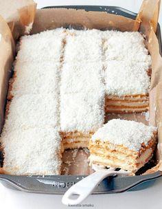 Raffaello cake – About Dessert World Polish Desserts, Cookie Desserts, Sweet Recipes, Cake Recipes, Dessert Recipes, Sweets Cake, Cupcake Cakes, Delicious Desserts, Yummy Food