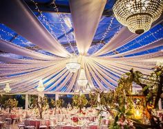 casamentos Europeus com os nossos lustres Fair Grounds, European Wedding, Night Lamps, Transitional Chandeliers, Wedding Decoration, Weddings, Events, Wedding
