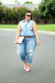 We've gathered our favorite ideas for Plus Size Jeans Plus Size Fashion For Women, Explore our list of popular images of Plus Size Jeans Plus Size Fashion For Women. Looks Plus Size, Look Plus, Plus Size Model, Plus Size Fashion Blog, Plus Size Fashion For Women, Curvy Outfits, Cool Outfits, Denim Outfits, Fashion Outfits