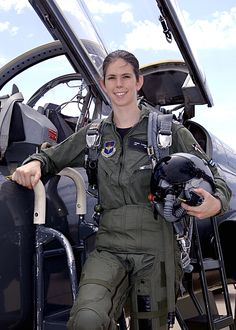Ulrike Flender - in 2007 became the first female German Air Force jet-fighter pilot and first German female Panavia Tornado pilot #female #pilot #german
