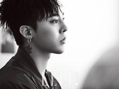 """[Dispatch=이수아기자] """"BIGBANG""""s G-DRAGON proved his fame as a fashionista, boasting unmatched charisma in outfits of a variety of styles. Recently, G-DRA..."""