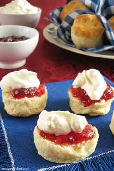 Easy Soft and Fluffy Buttermilk Scones Recipe [makes 16 scones] Hp Sauce, Buttermilk Scone Recipe, Recipes With Buttermilk, Irish Recipes, Sweet Recipes, Baking Scones, Bread Baking, Simply Yummy, Breakfast