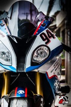 BMW what a beautiful bike and photo Bmw S1000rr, Bmw R100, Bike Bmw, Moto Bike, Bmw Motorcycles, Bmw Cafe Racer, Mini Cooper S Cabrio, Suv Bmw, Bmw Motors