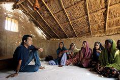 Anshu Gupta brings 'clothing for dignity' to India - CSMonitor.com