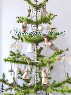 Victorian Times Christmas Past, Christmas Goodies, A Christmas Story, Christmas Crafts, Christmas Decorations, Holiday Decorating, Antique Christmas Ornaments, Victorian Christmas, Vintage Christmas