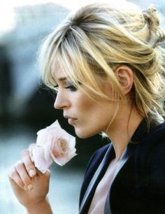 Kate Moss casual updo with long bangs My Hairstyle, Hairstyles With Bangs, Pretty Hairstyles, Wedding Hairstyles, Long Haircuts, Quinceanera Hairstyles, Modern Haircuts, Hair Updo, Wedding Updo