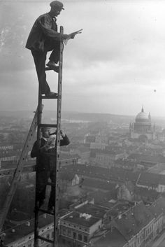 Now THAT'S how to climb a corporate ladder! Lunch break at 70m circa 1930