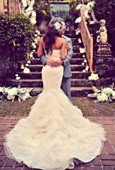 Preciosa cola del vestido sirena