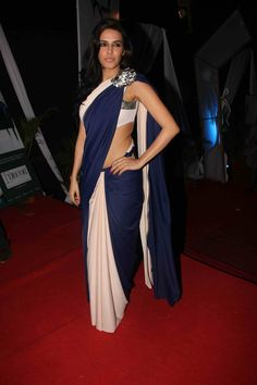 Neha Dhupia looks great in this sari. I wish they had a close up of that knot though