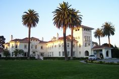 Dolce Hayes Mansion in San Jose, California - a supposedly haunted hotel (my photo)