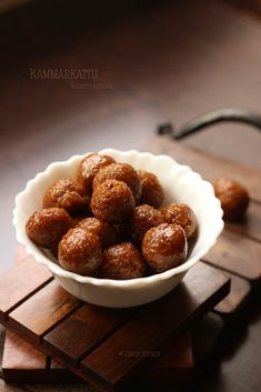 Kammarkat recipe - is the one of the traditional sweet candy made with coconut and jaggery. Hard, chewy and delicious snacks. Delicious Snacks, Healthy Snacks, Candy Recipes, Sweet Recipes, Kids Snack Box, Indian Meal, Snacks Ideas, Balls Recipe, Special Recipes