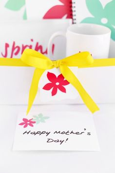 This DIY Mother's Day gift basket is filled with personalized goodies Mom will love. Get inspiration from this spring decor theme to create your own. Diy Mother's Day Gift Basket, Birthday Gift Baskets, Christmas Gift Baskets, Birthday Gifts, Best Mothers Day Gifts, Happy Mothers, Milk Can Decor, Mothers Day Baskets, Bath Bombs Scents