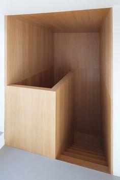 wooden stairs in an apartment in Rome, Italy | interior design. Innenarchitektur . design d'intérieur | Interior architect: Scape | Photo: Francesco Mattuzzi |