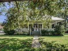 Tour this perfect Fairhope Alabama cottage built in 1917 and overlooking beautiful Mobile Bay.