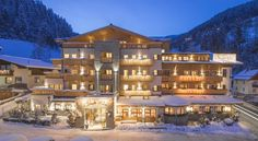 This family-run hotel offers well-equipped rooms in a quiet location close to the centre of Zell am See. Zell Am See, Best Rated, Das Hotel, Hotel Offers, Cosy, Mansions, House Styles, Wifi, Centre